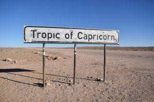 Viaggio in auto in Namibia, il passaggio del Tropico del Capricorno.