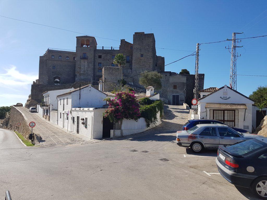 Castelli Moreschi in Andalusia: il castello di Castellar de la Frontera.