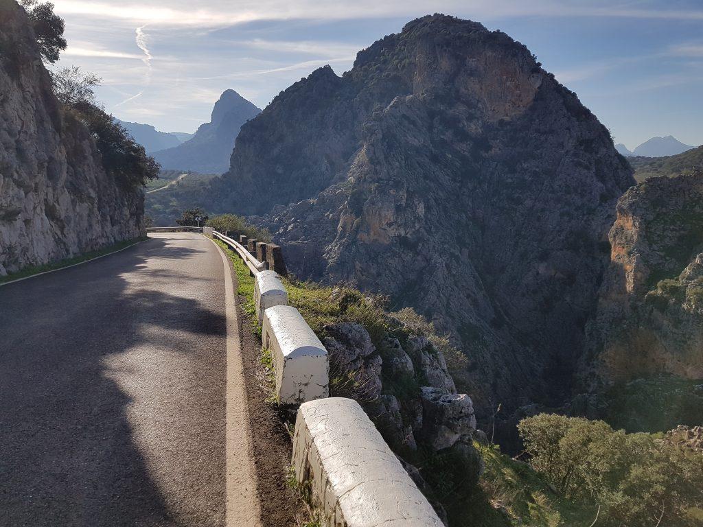 Castelli Moreschi in Andalusia: la strada nei pressi di MonteJaque.