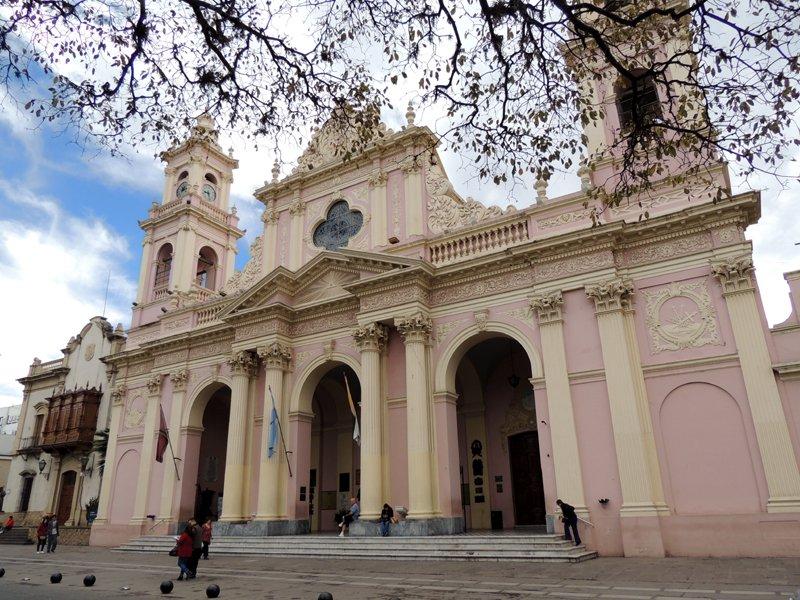 La facciata della cattedrale di Salta, Argentina.