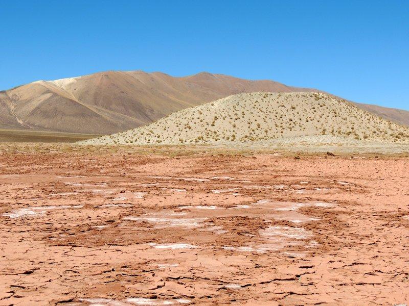 Viaggio in auto in Argentina: un paesaggio desertico nei pressi di Susques.