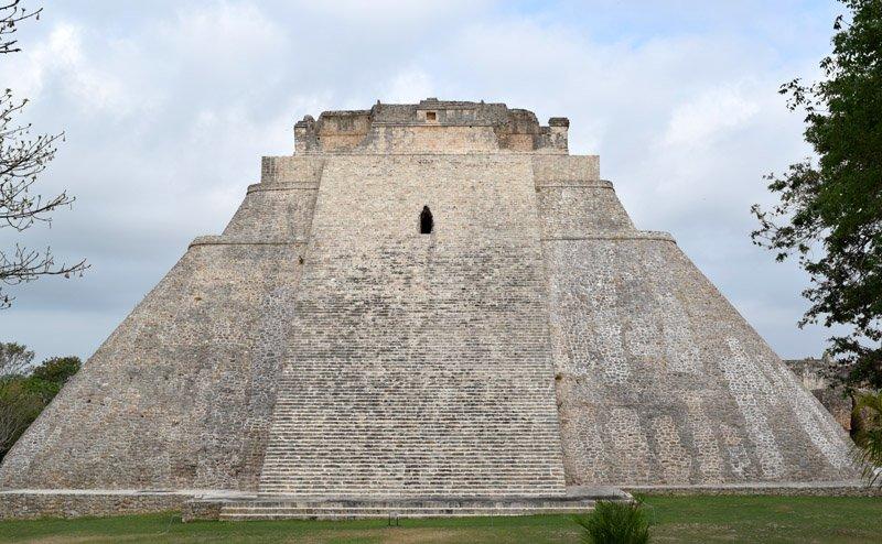 La piramide dell'indovino (Uxmal)